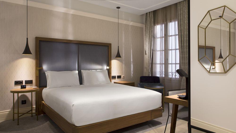 DOUBLETREE BY HILTON MADRID-PRADO - Hotel cerca del Bar El Azul de Fucar