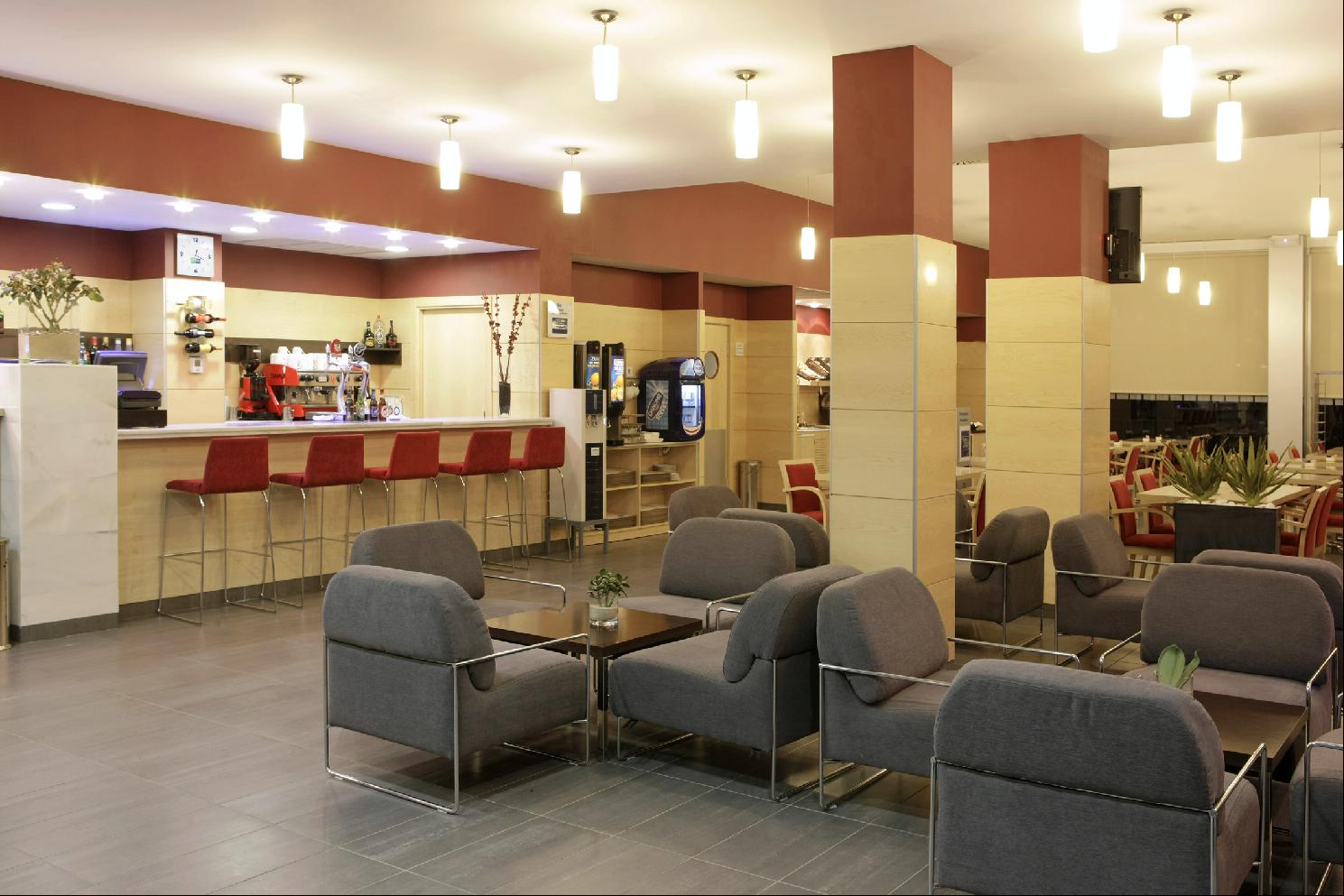 HOLIDAY INN EXPRESS MALAGA AIRPORT - Hotel cerca del Palacio de Deportes Martín Carpena