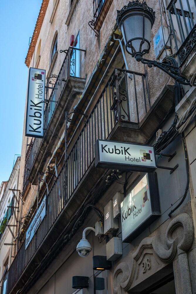 KUBIK HOTEL - Hotel cerca del Palacio de las Cigüeñas