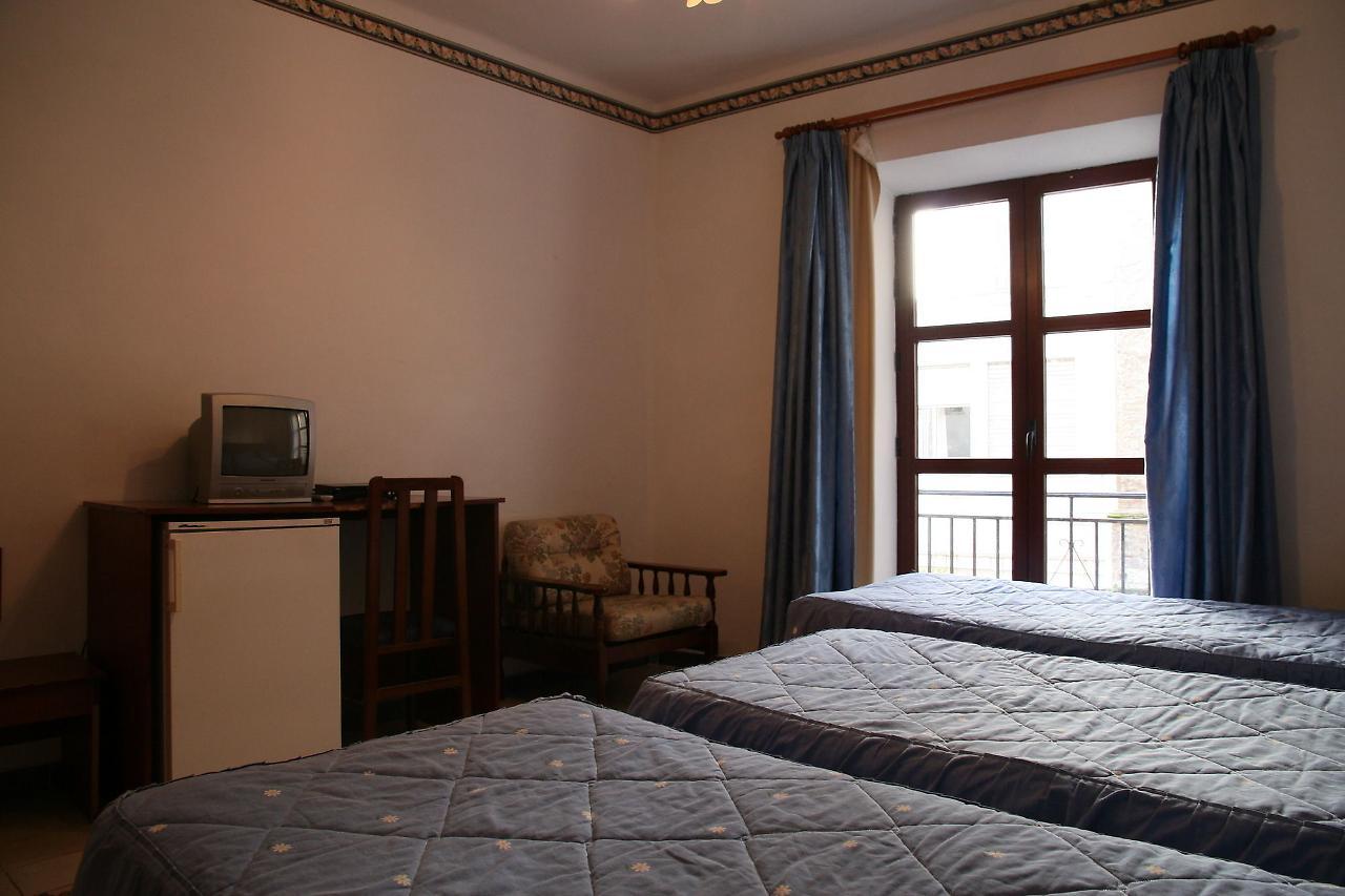 PENSION SAN JOAQUIN - Hotel cerca del Jardines del Triunfo de Granada