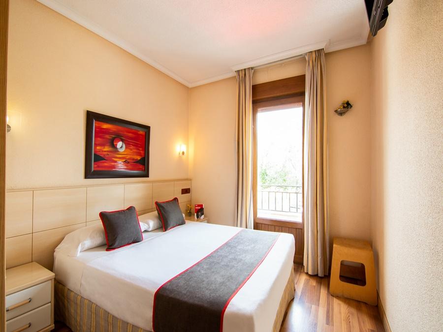 OYO HOSTAL RURAL EL CAÑO - Hotel cerca del Monasterio de San Lorenzo del Escorial