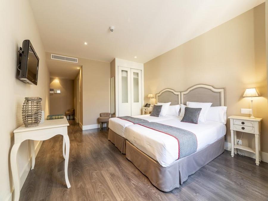 OYO HOTEL ALTORA - Hotel cerca del Club de Golf Tomelloso Media Legua