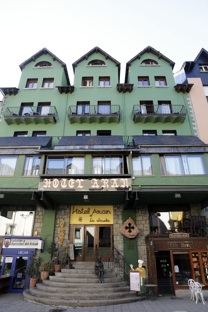 ARAN LA ABUELA HOTEL