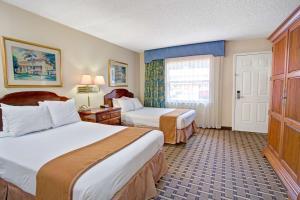 Howard Johnson Express Inn& Suites Lakefront Park