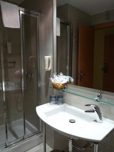 HOTEL 4C PUERTA EUROPA - Hotel cerca del Estación de Madrid Chamartín