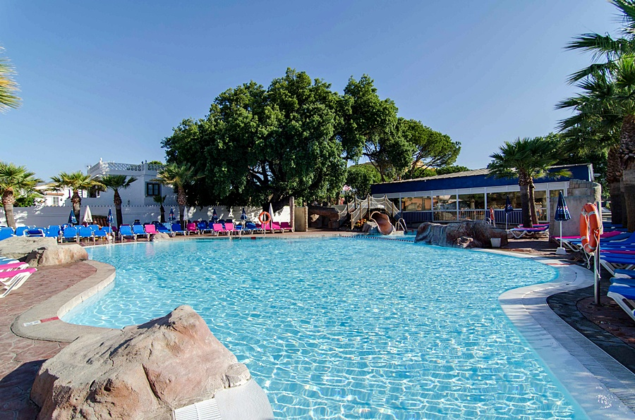 Hotel en malaga pinomar playa marbella de for Hoteles en badajoz con piscina