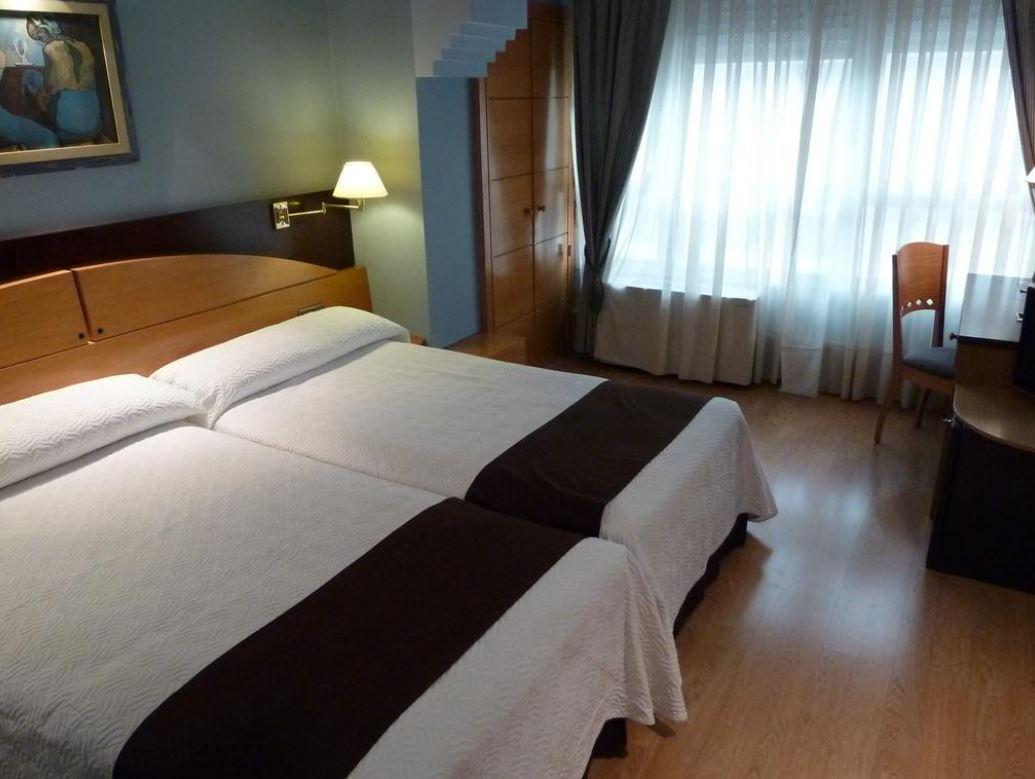 CORONA DE CASTILLA - Hotel cerca del Aeropuerto de Burgos Villafria