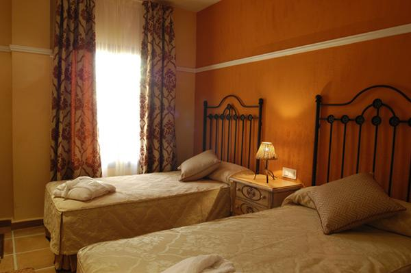 http://www.hotelresb2b.com/images/hoteles/141811_foto1_HABITACION1OK1.JPG