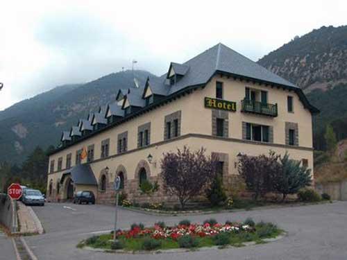 HOSPEDAJES DE ARAGON-ARGUIS - Hotel cerca del Estadio El Alcoraz