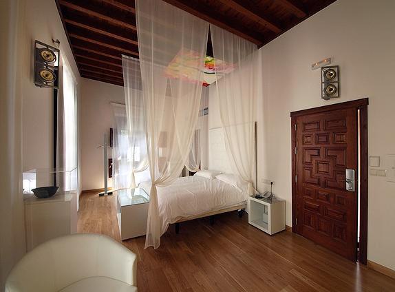 http://www.hotelresb2b.com/images/hoteles/145978_foto1_habitacion-hotel-gar-anat-de-peregrinos.JPG