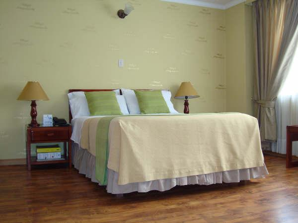http://www.hotelresb2b.com/images/hoteles/149457_fotpe1_HABITACION.JPG