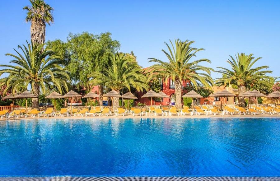 Hotel Colina Village