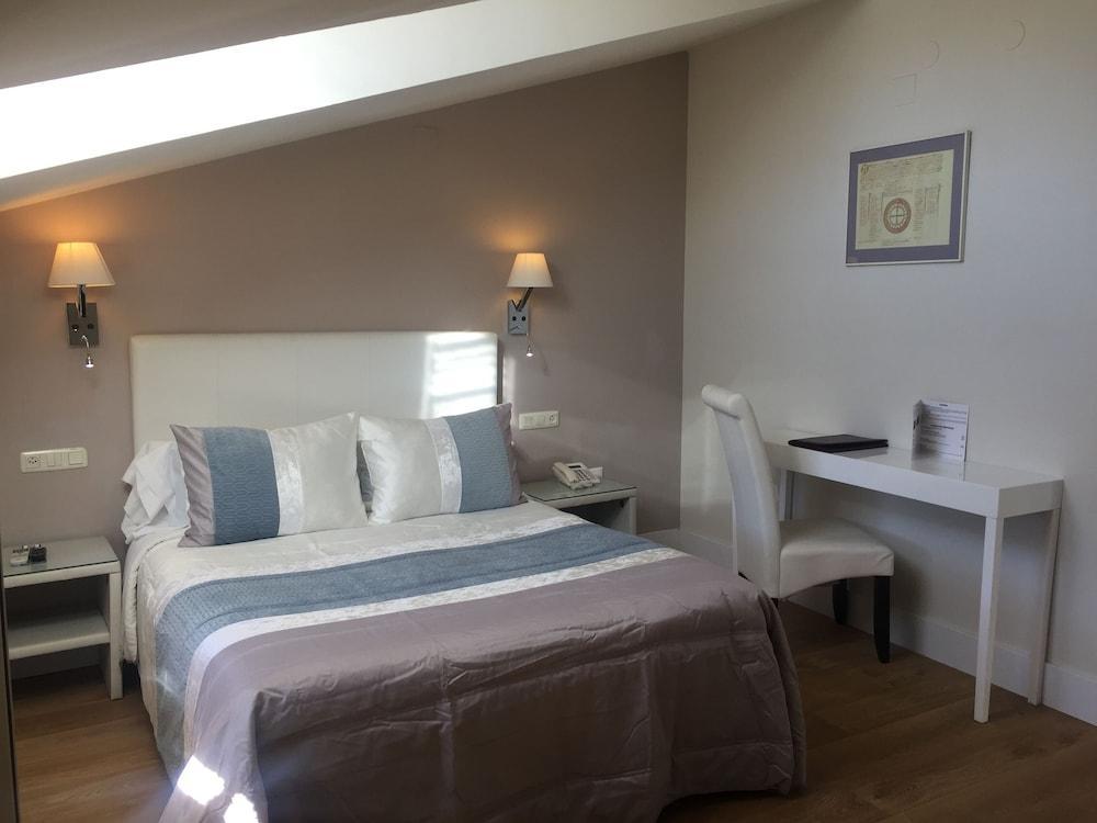 LEONOR DE AQUITANIA - Hotel cerca del Villar de Olalla Golf