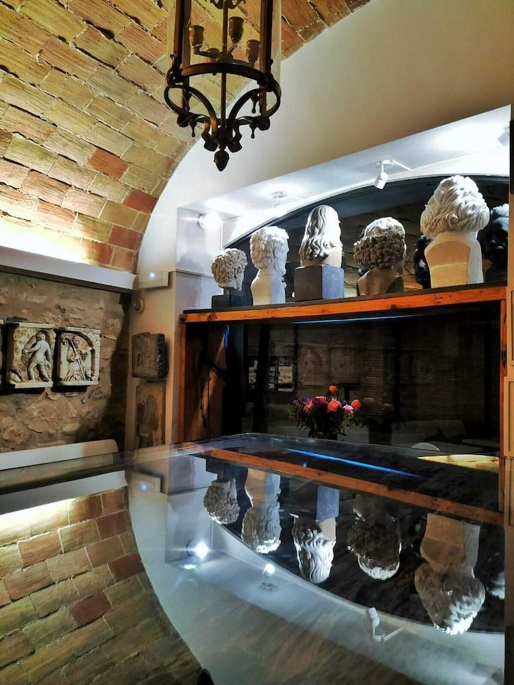 HOTEL MUSEU LLEGENDES DE GIRONA - Hotel cerca del Casa-Museo Castillo Gala Dalí