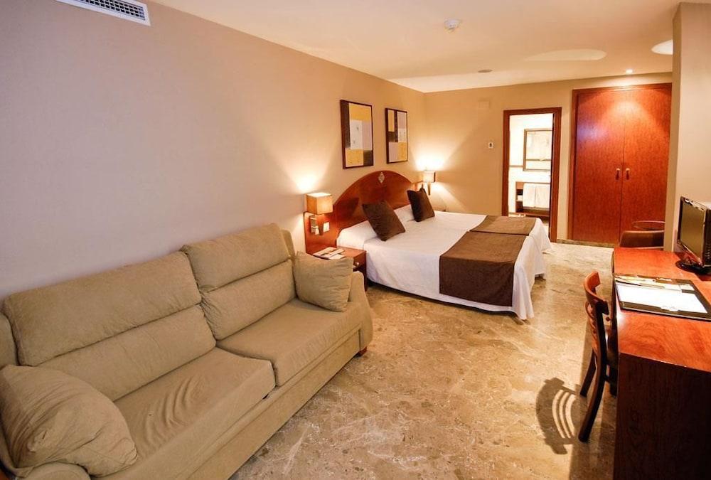 SERCOTEL TORICO PLAZA - Hotel cerca del El castillejo campo Municipal de Golf