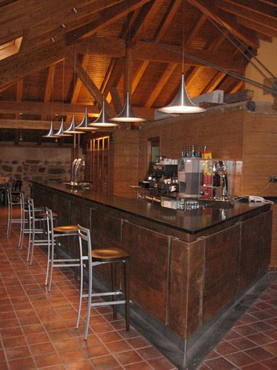 http://www.hotelresb2b.com/images/hoteles/152640_foto1_bar-hotel-las-leyendas.JPG