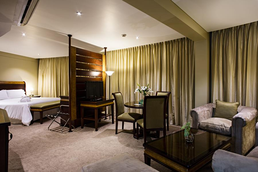 Hotel Camino Real Suites