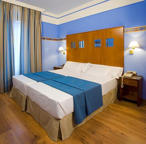 SUITES GRAN VIA 44 - Hotel cerca del Estadio de Los Cármenes