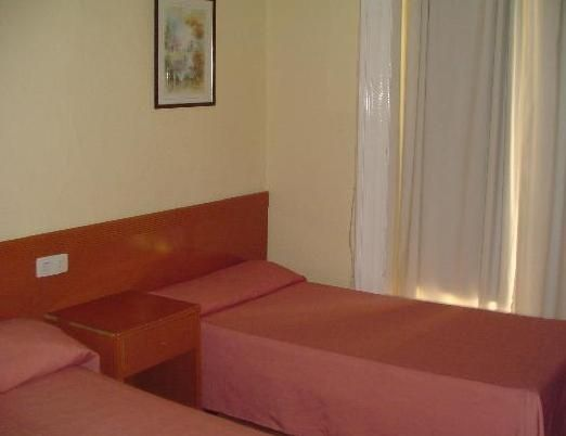 HOSTAL EQUITY POINT MADRID - Hotel cerca del Hospital Gómez Ulla (Carabanchel)