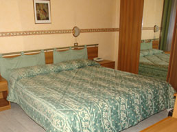 http://www.hotelresb2b.com/images/hoteles/176018_foto1_3.jpg