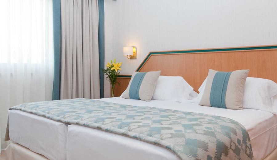 SANTOS PRAGA - Hotel cerca del Sala Berlanga