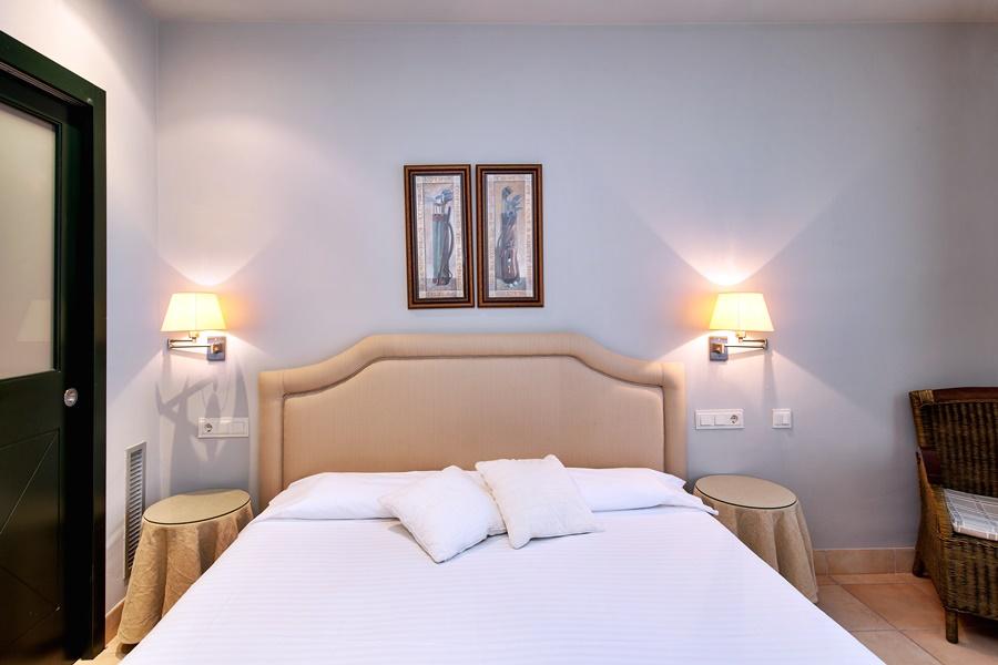 Hotel Domus Selecta Torremirona Suite Vila Birdie En. Hotel Avenue Lodge. Errigal Country House Hotel. Bergamo Suites. Hilton Beijing. Barrack Apartment. Riema Paulista Classic Hotel. The Derbyshire Hotel. Landhotel Burgenblick