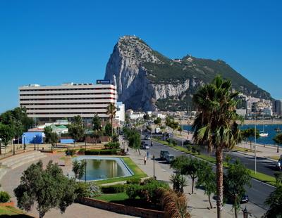 HOTEL OHTELS CAMPO DE GIBRALTAR - Hotel cerca del CLUB DE GOLF LA CAÑADA