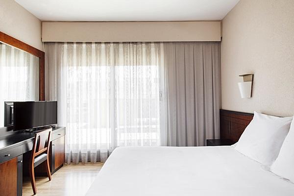 DERBY - Hotel cerca del Bravas en el Bohemic
