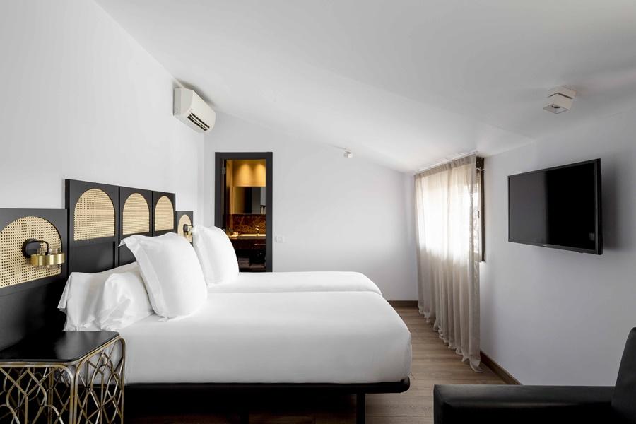 ASTORIA - Hotel cerca del Bravas en el Bohemic