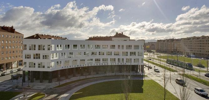 APARTAMENTOS TURISTICOS IRENAZ - Hotel cerca del Aeropuerto de Vitoria Foronda
