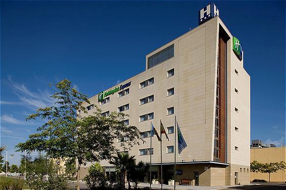 Hoteles aldaia hotusa hoteles en aldaia for Piscina cubierta requena
