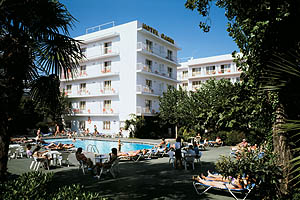 Hotel villa garbi en lloret de mar agencia de viajes for Piscinas infantiles eroski