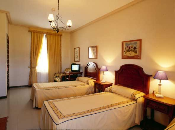 http://www.hotelresb2b.com/images/hoteles/22449_foto1_habitacion-hotel-vetonia-naturavila.JPG