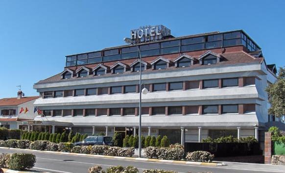 HOTEL SIERRA REAL - Hotel cerca del Estación de Esquí de Valdesquí