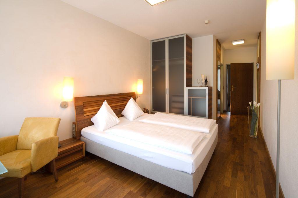 Penz West Hotel