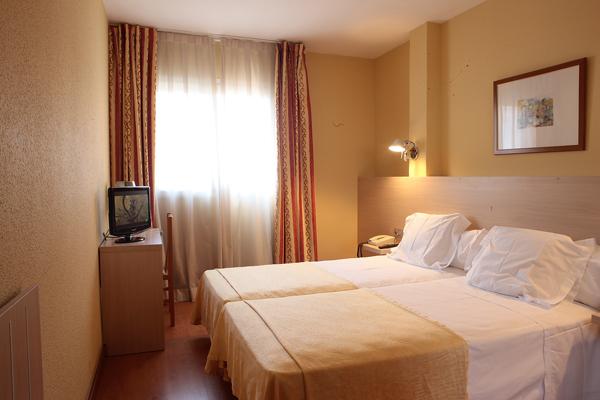 BURLADA - Hotel cerca del Estadio Reyno de Navarra