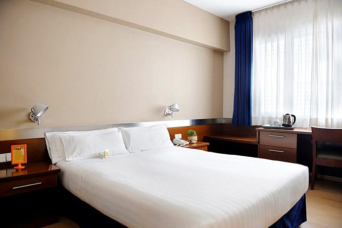 ATIRAM TRES TORRES - Hotel cerca del Creperia Bretonne Balmes