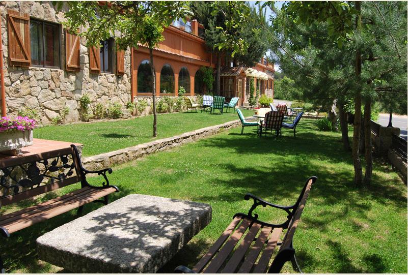 Hotel en avila hostal almanzor navarredonda gredos de for Hostal ciudad jardin malaga