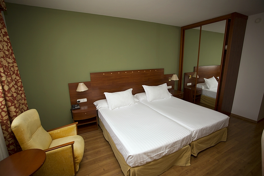 AVENIDA HOTEL - Hotel cerca del Estadio de los Juegos del Mediterráneo