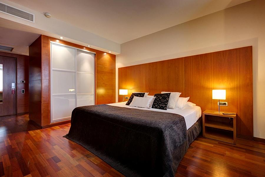 ACEVI VILLARROEL - Hotel cerca del Bravas en el Bohemic