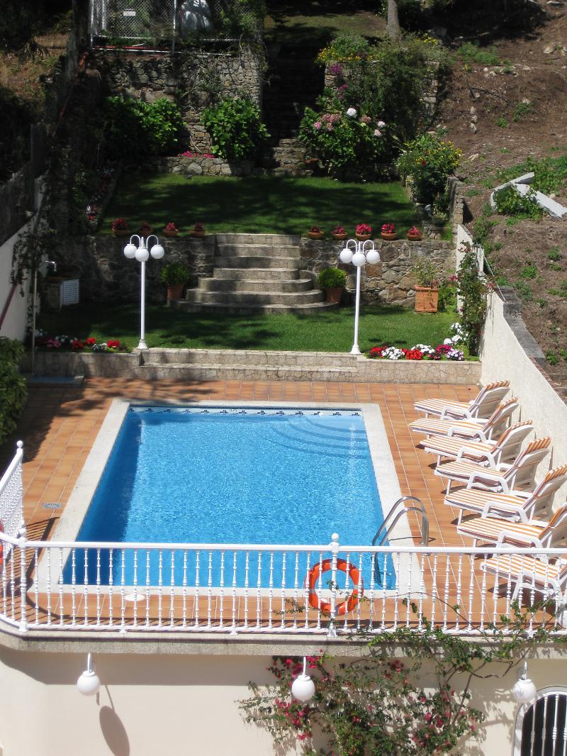 Hotel en pontevedra maritimo apartamentos o grove de for Cajeros santander sevilla