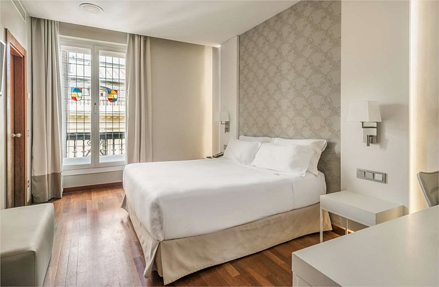 NH MADRID ALONSO MARTINEZ - Hotel cerca del Bar Fun House