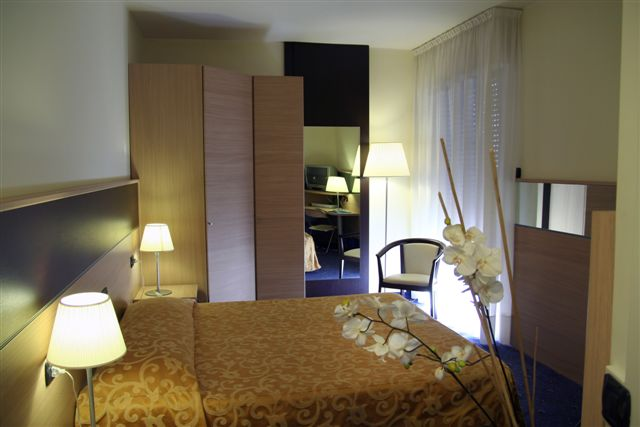 http://www.hotelresb2b.com/images/hoteles/38509_foto1_IMG_0715.JPG