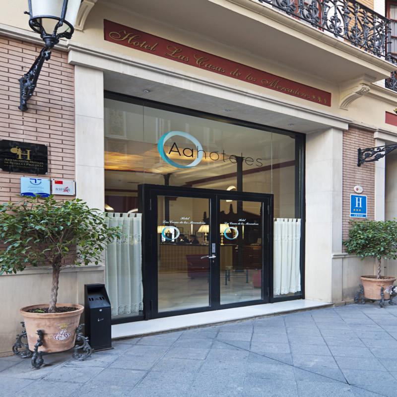 LAS CASAS DE LOS MERCADERES - Hotel cerca del Mesón Zurrutraque
