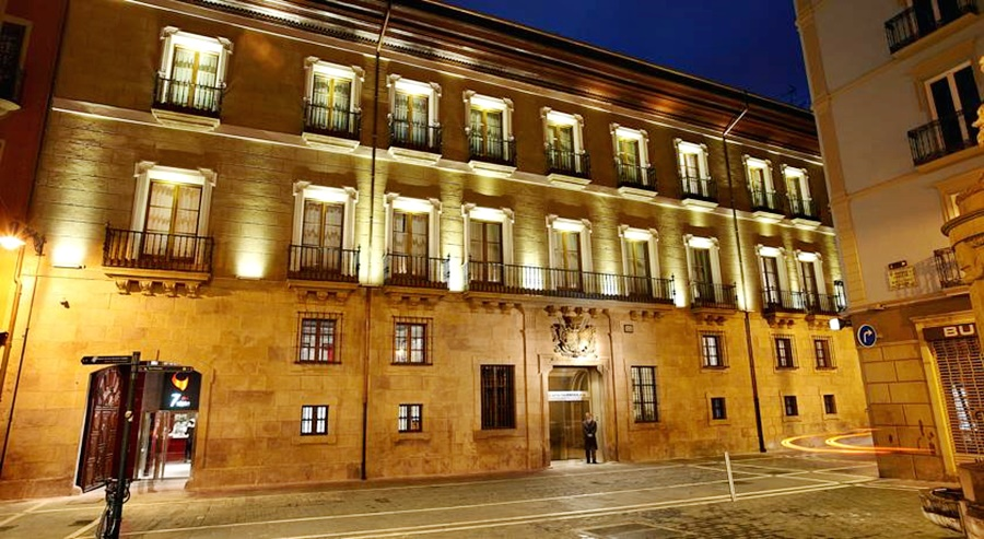 DOMUS SELECTA HOTEL PALACIO GUENDULAIN - Hotel cerca del Estadio Reyno de Navarra