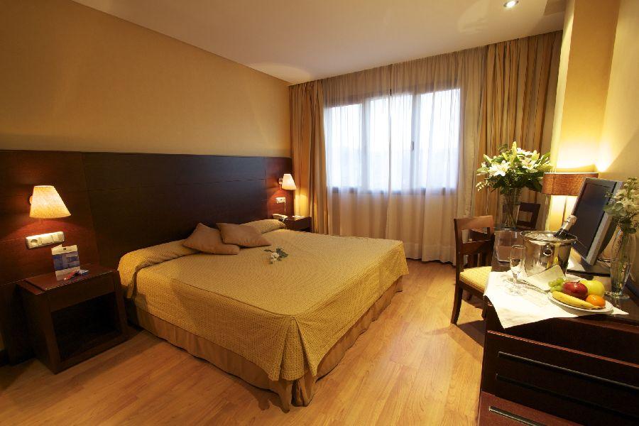 HOTEL M.A. ALHAMAR - Hotel cerca del Estadio de Los Cármenes