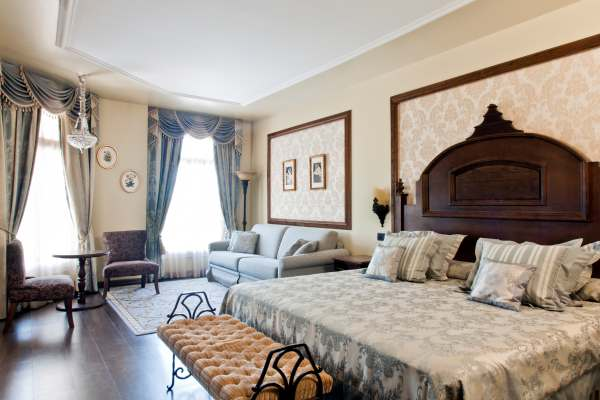 PORTAVENTURA HOTEL MANSION DE LUCY - Hotel cerca del Aeropuerto de Reus