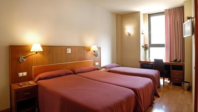 http://www.hotelresb2b.com/images/hoteles/45289_foto1_HABITACION1OK33.JPG