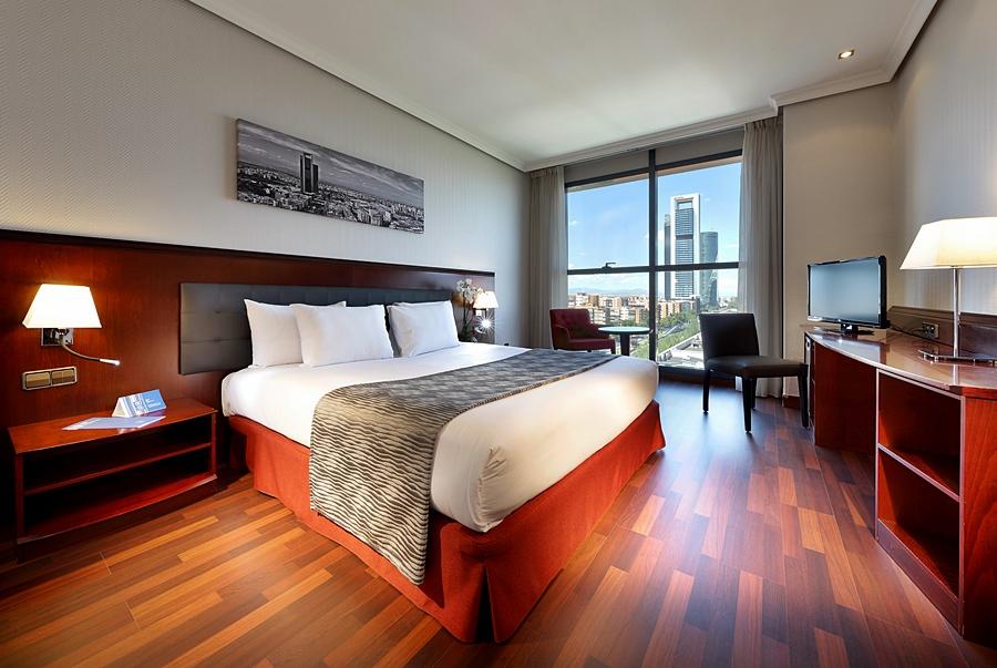 HOTEL VIA CASTELLANA - Hotel cerca del Sala Berlanga