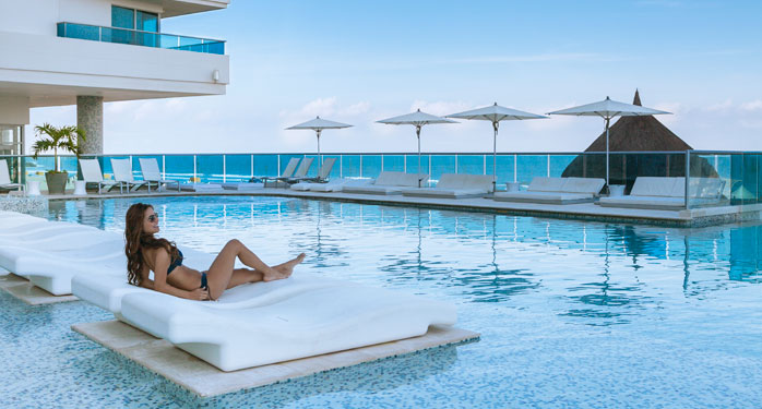 Hotel las americas torre del mar vista de impresi n for Piscina torre del mar